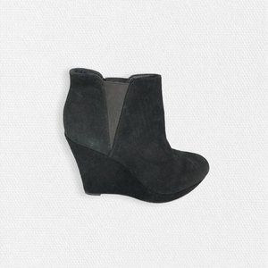 Jessica Simpson • Cavanah Black Suede Wedged Boots